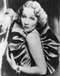 Old_Hollywood_beauty_secrets_hacks_Marlene_Dietrich